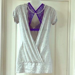 Gray Short Sleeve Open Back Top Size Medium 💙